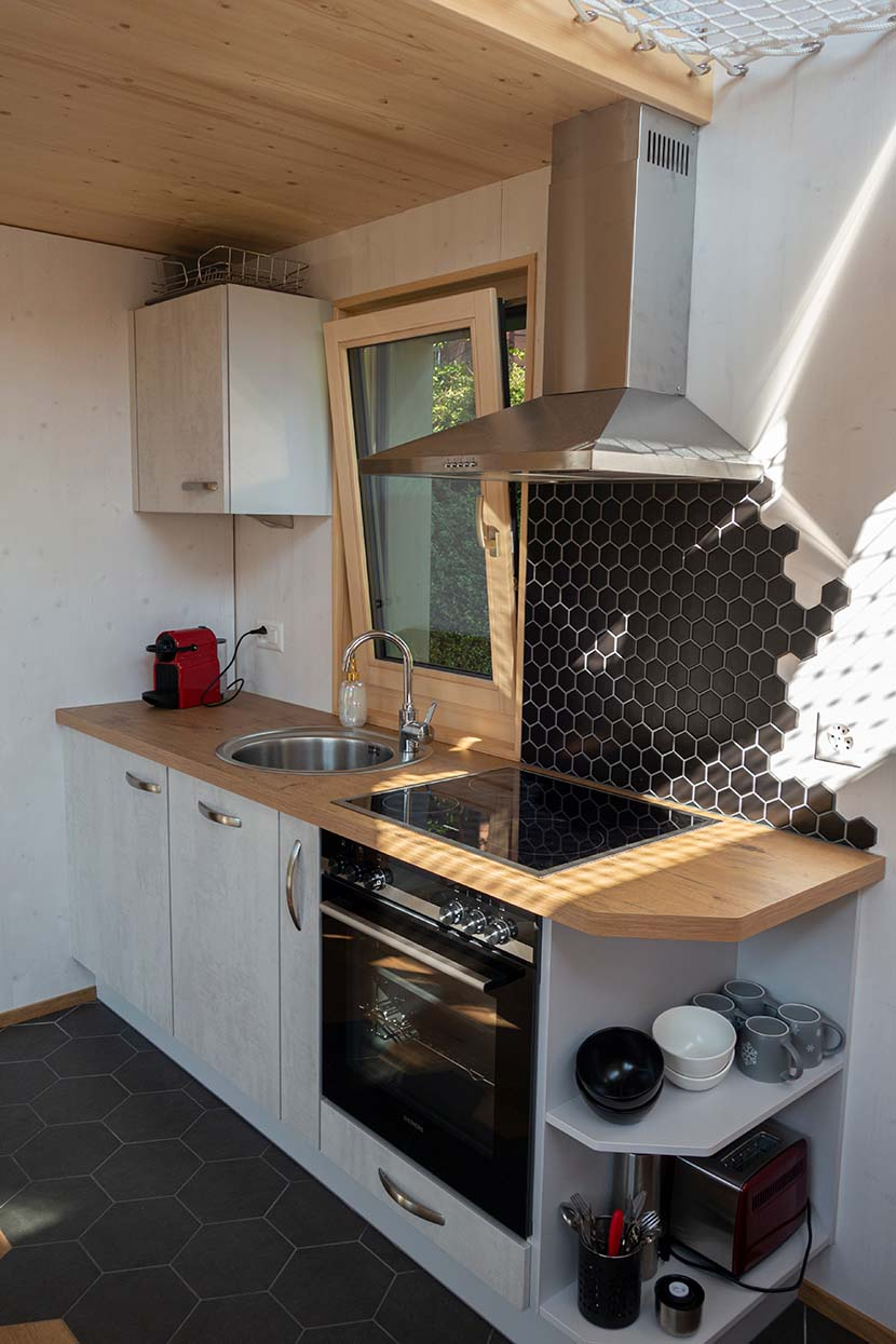 vue intérieure cuisine Tiny House de l'Aigle Villeret